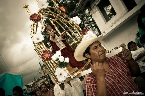 Elaboración Arco Floral en Coatepec by Alex Caballero.