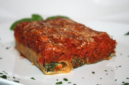 59 - Spinat-Ricotta-Cannelloni - / Spinach ricotta cannelloni - CloseUp