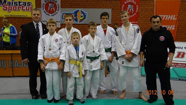 Iš kairės Kęstutis Smirnovas, L.Banys, R.Bogužas, T.Narkus, M.Narkus, M.Smilgis, M.Pocius ir treneris A.Kasteckas