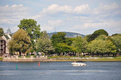 Vue de Lachine et du Mont-Royal depuis le parc René-Lévesque