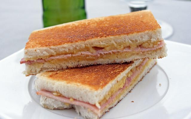 8385198377 31db0e3dd2 z Sandwiches toastés au fromage et jambon cuit supérieur