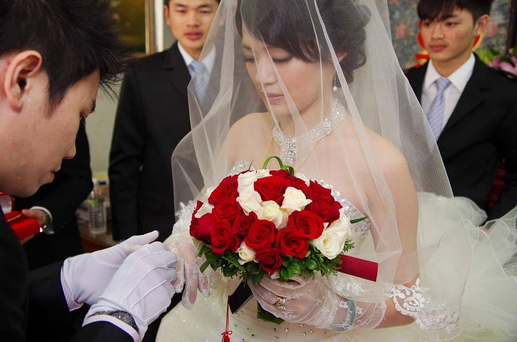 吻藝文定與結婚