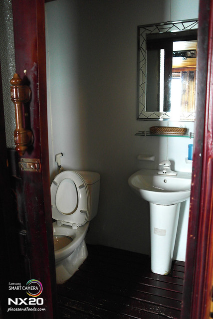 halong bay junk toilet