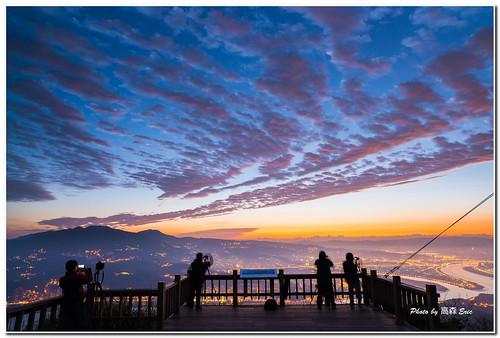 morning guy silhouette clouds zeiss sunrise nikon taiwan ridge taipei 台灣 台北 雲 tough d800 觀音山 剪影 日出 colortemperature 早晨 硬漢嶺 kwunyamshan 色溫 五股區 fivedistrict 2028zf