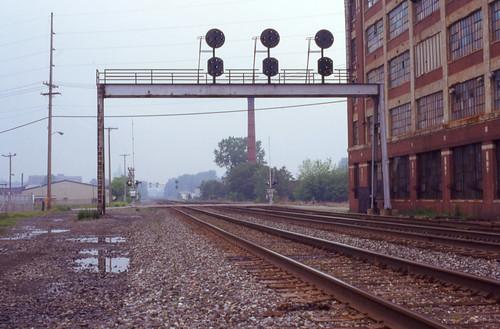 railroad bridge light ohio train wayne line signals ft signal mansfield prr conrail posistion cpmans