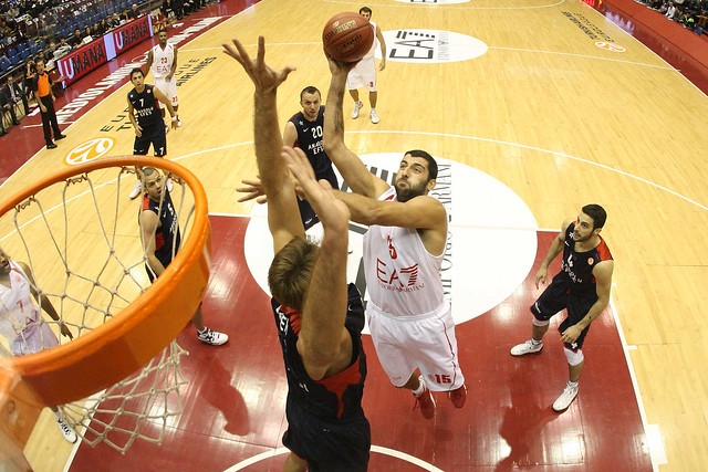 Show by Bourousis and Olimpia: 80-75