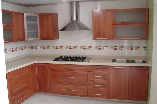 Cocina integral de madera cedro flickr photo sharing for Modelos de puertas de madera para cocina integral