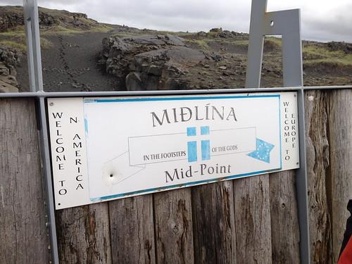 Puente entre dos continentes en la península de Reykjanes (Brú milli Heimsálfa)