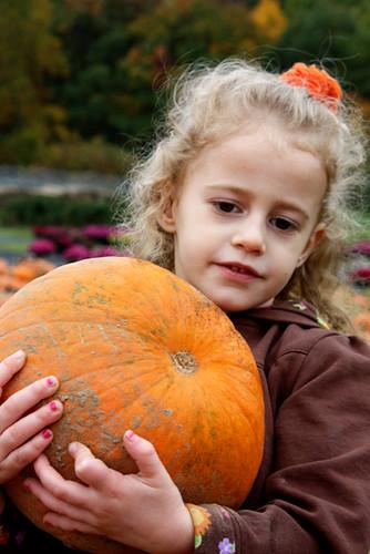 Autumn-hugging-pumpkin