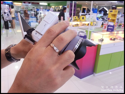 Interchangeable Lens Camera Promotion by SenQ - Sony NEX-F3K - High Angle