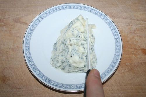 36 - Gorgonzola zerkleinern / Grind gorgonzola