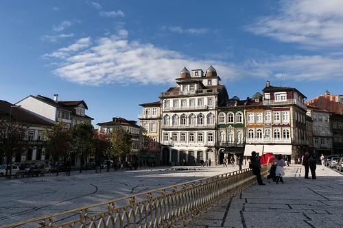 Portografia - passeio a Guimarães by @uroraboreal