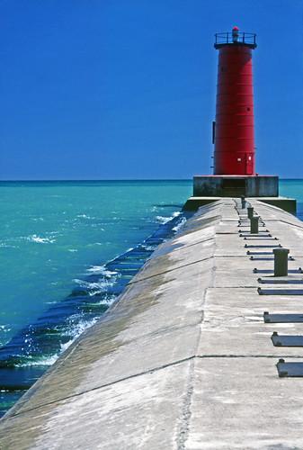 red usa lighthouse wisconsin lakemichigan limestone sheboygan barge breakwater redlighthouse ludingtonmichigan charleskellogg northbreakwaterlight charlesgkellogg charliekellogg llmswisheboygan copyright2012 1979photo