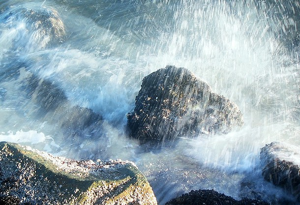 Waves Crashing2