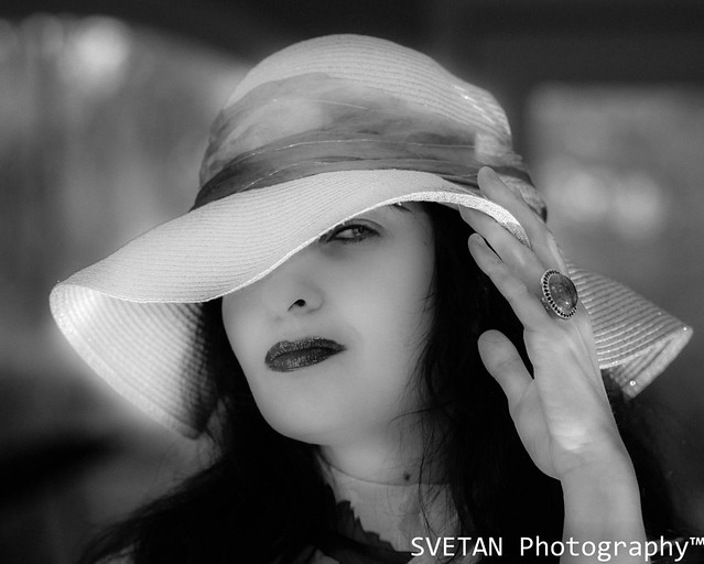 LADY IN HAT