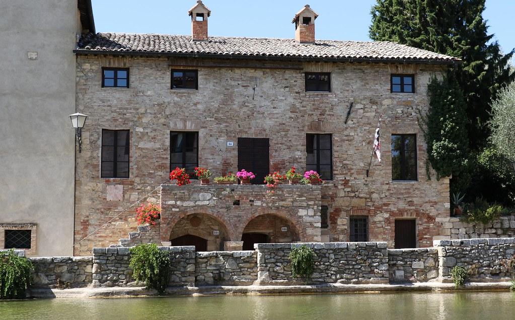 Bagno vignoni val d 39 orcia italy around guides - Hotel terme bagno vignoni ...