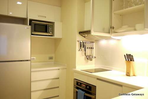 kitchen-oakwood-suite-manila.jpg
