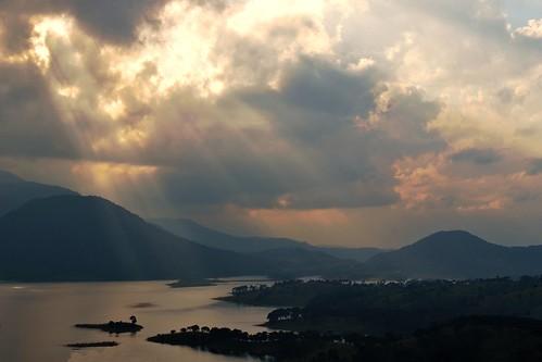 travel sunset cloud india mist lake mountains nature silhouette landscape asia reservoir sunrays shillong hillstation meghalaya barapani umiamlake nikond3100