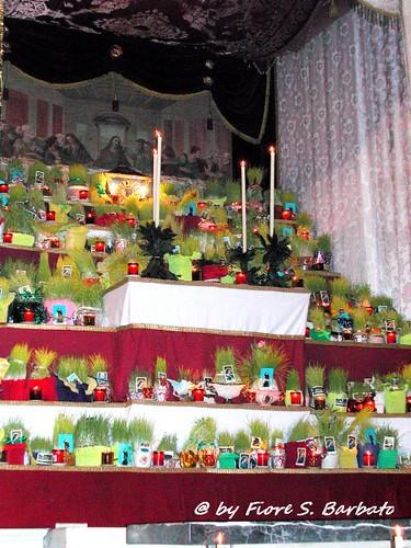 Verbicaro (CS), 2003, Riti della Settimana Santa: gli addobbi nelle chiese e lungo le strade del paese.