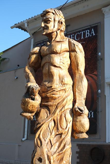Деревянные скульптуры в Симферополе - сатир