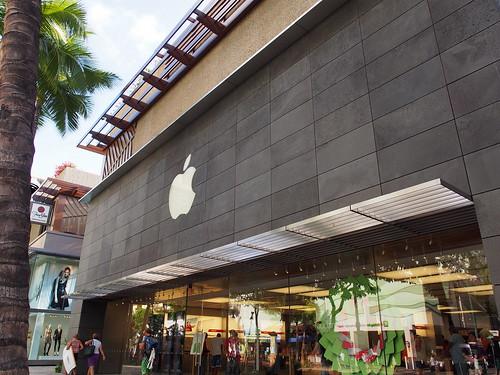 Waikiki Kalakaua Ave. - Apple Store
