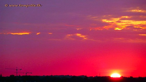travel sunset sky cloud sun holland color colour nature netherlands dutch clouds zonsondergang europe skies view apartment air natuur wolken sunsets scene panasonic sunrises lucht zon zeist webshots tz5