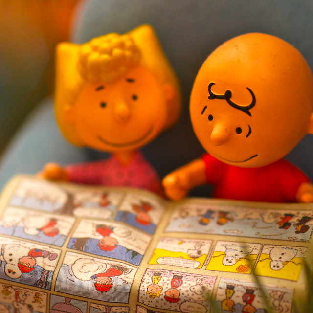 Christmas decorations - Charlie Brown and Sally read the Sunday comics - Free Photos fotoq