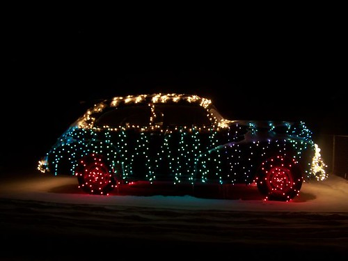 Car-Decorated-with-Lights