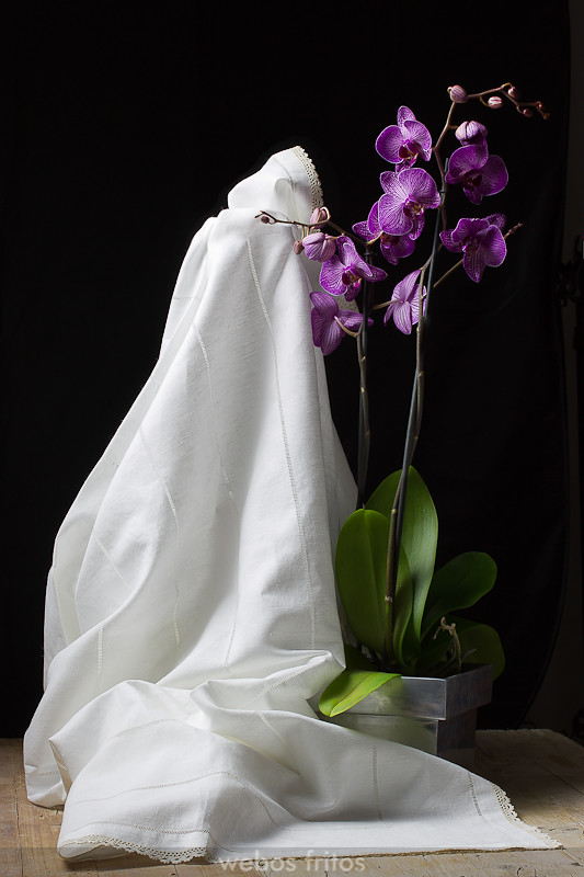 Mantel con orquídeas