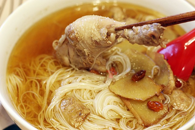 Taiwanese chicken wine soup with sesame oil 2