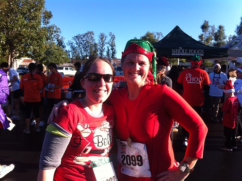 Jenn (@Littlepiggylife) and I post-Santa Run