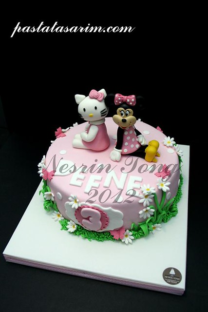 minie and hello kitty cake (Medium)