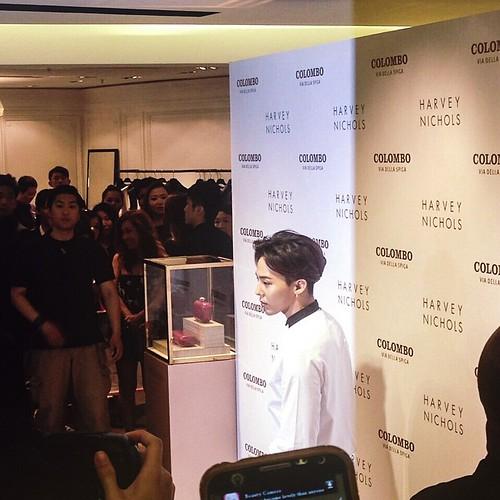 G-Dragon_HarveyNichols-COLOMBO_VIA_DELLA_SPIGA-HongKong-20140806 (53)