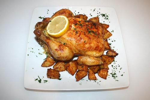 62 - Hähnchen mit Polentafüllung an Paprika-Kartoffelspalten / Chicken stuffed with polenta on paprika potato wedges - serviert