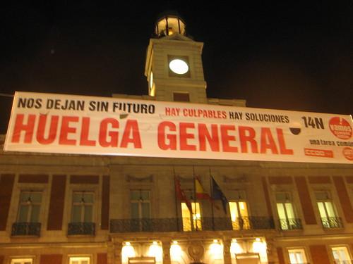Pancarta a favor de la huelga en la Puerta del Sol