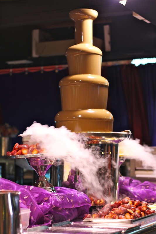 Chocolate fountain with dry ice