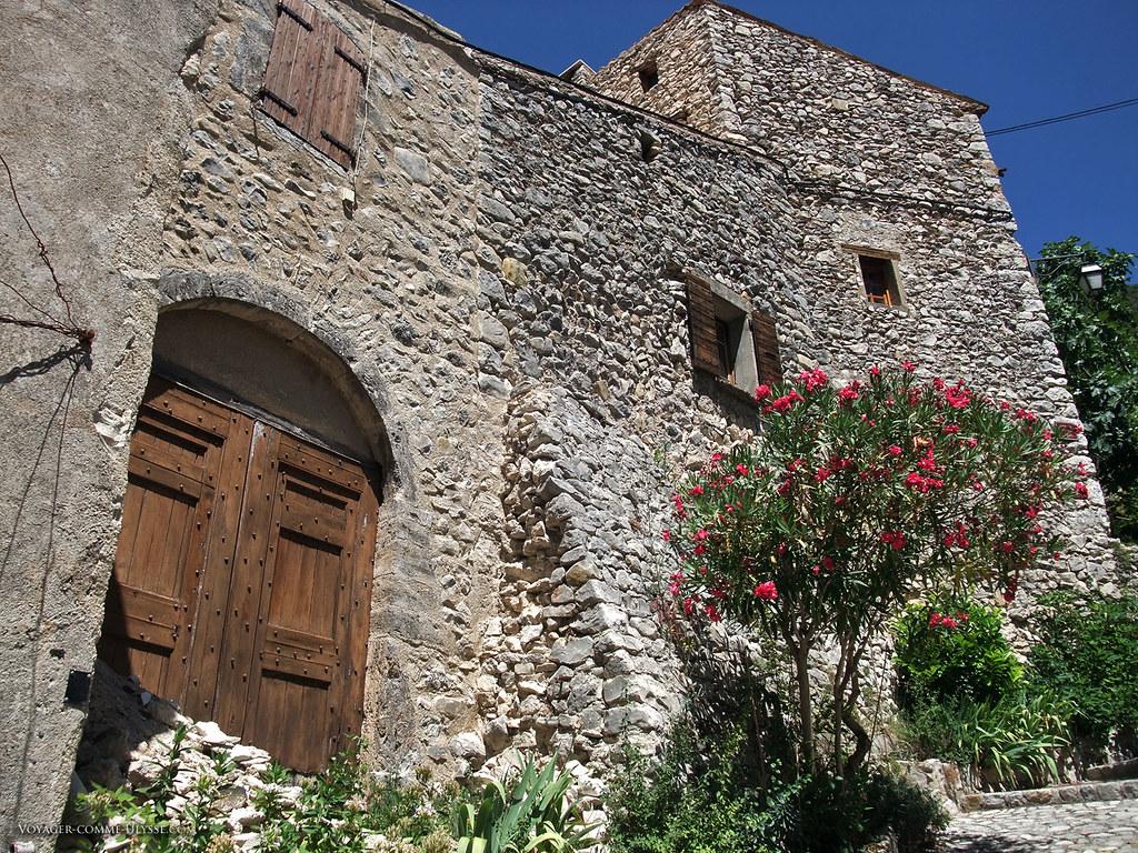 La date de construction de ces maisons de pierre se perd dans la nuit des temps. En fait, probablement au Moyen-âge.