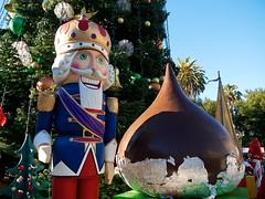 garden gnome(0.0), monument(0.0), resort(0.0), christmas(0.0), park(0.0), lawn ornament(1.0), christmas decoration(1.0), statue(1.0), amusement park(1.0),