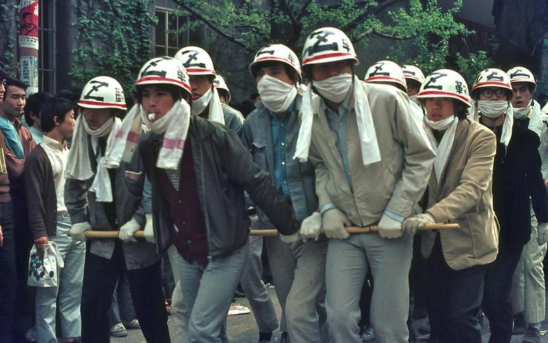 早稲田大学学生運動デモ (1969-04-28) – N°69D04-3831