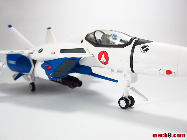 Yamato 1/60 VF-1A Maximilian Jenius TV version Fighter Mode