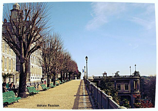 illustration du record de chaleur sur le boulevard des Pyrénées à Pau le 4 décembre 1985 météopassion