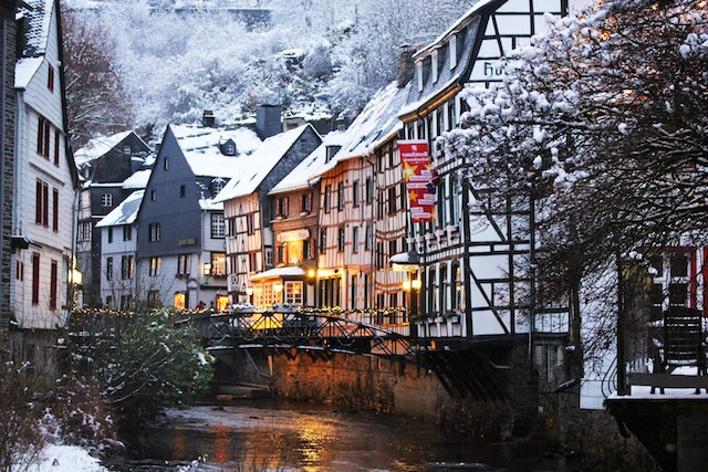 Monschau half timbered houses winter1
