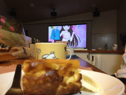 チーズケーキとコーヒーでアニメ鑑賞会