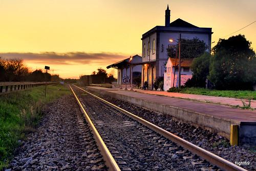 railroad sunset portugal landscape pentax railway trainstation rails algarve fotografia carris hdr tavira dfa nightfall estação luzdetavira linhadoalgarve flight69 начинизавиждане pentaxart