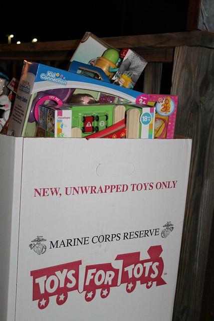 2012 Toys For Tots Logo : C e f z g