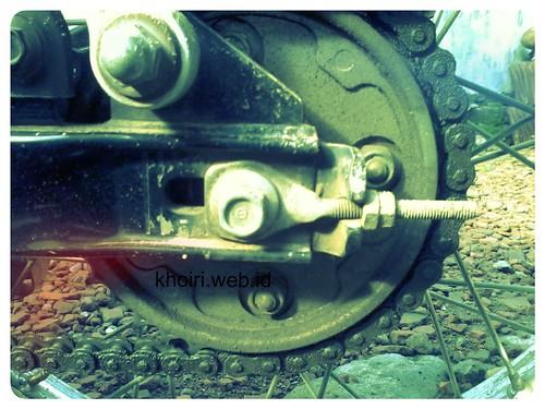 rantai dan gear belakang motor