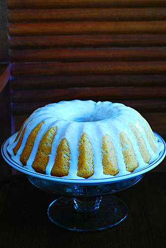 Banana buttermilk cake with lemon glaze