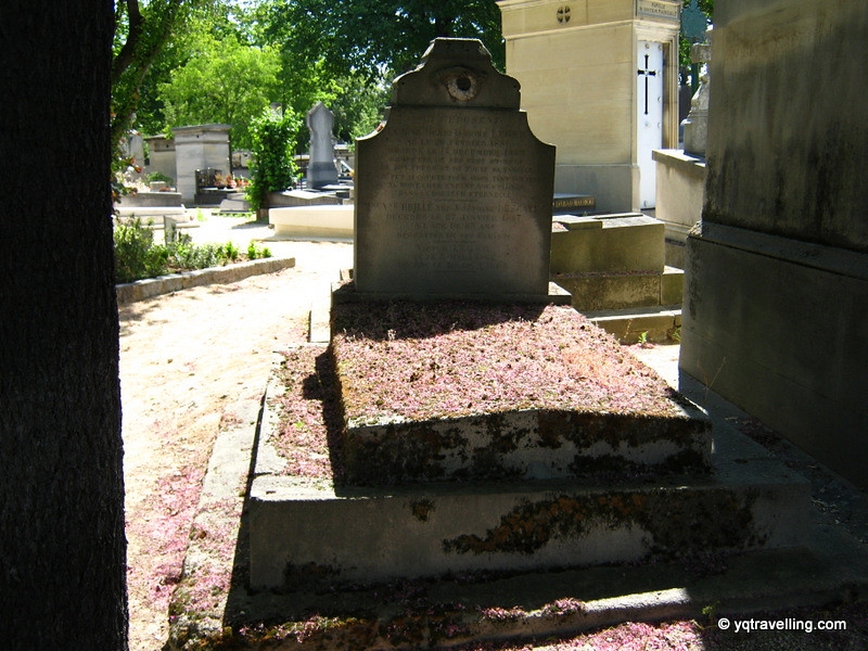 Grave with leaves