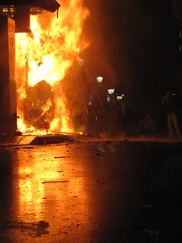 Kiosk on fire @Athens 07/11/12