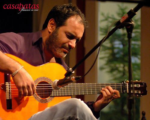 Paquete, a la guitarra. Foto: Martín Guerrero